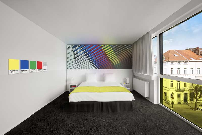 Hotel-Pantone-fluo-Room Book a color at the Pantone Hotel in Brussels
