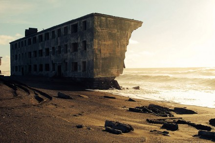 abandoned-house-on-the-beach-amazing