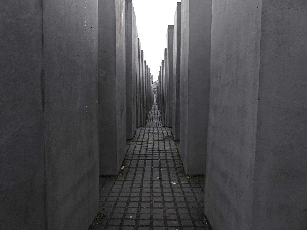 Berlin-memorial-Eisenman Memorial to the Murdered Jews of Europe - Peter Eisenman