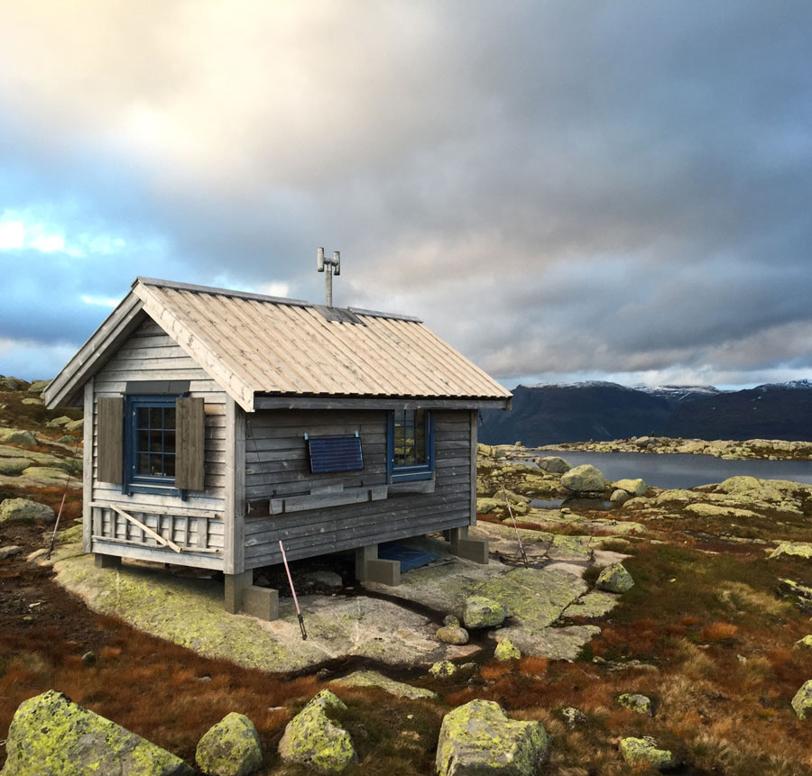 Cabin-in-Folgefonna-National-Park,-NorwayCabin-in-Folgefonna-National-Park,-Norway