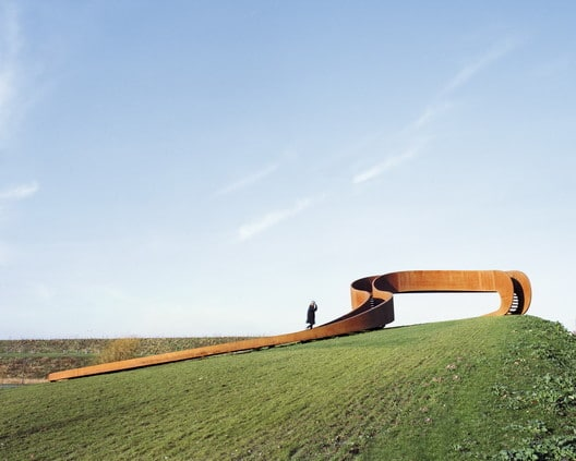 The Elastic Perspective Pedestrian Bridges: 9 great examples of Landscape Design