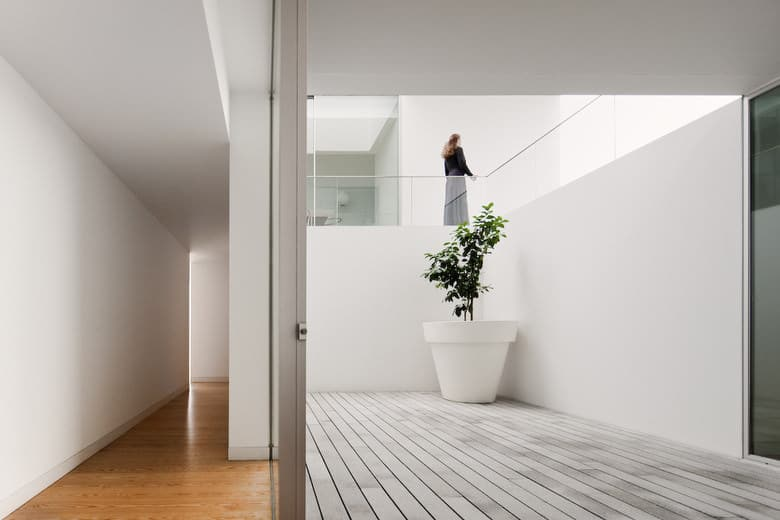 House In Leiria by Aires Mateus, Photo by Fernando Guerra s [archiseeds] Minimal House In Leiria by Aires Mateus