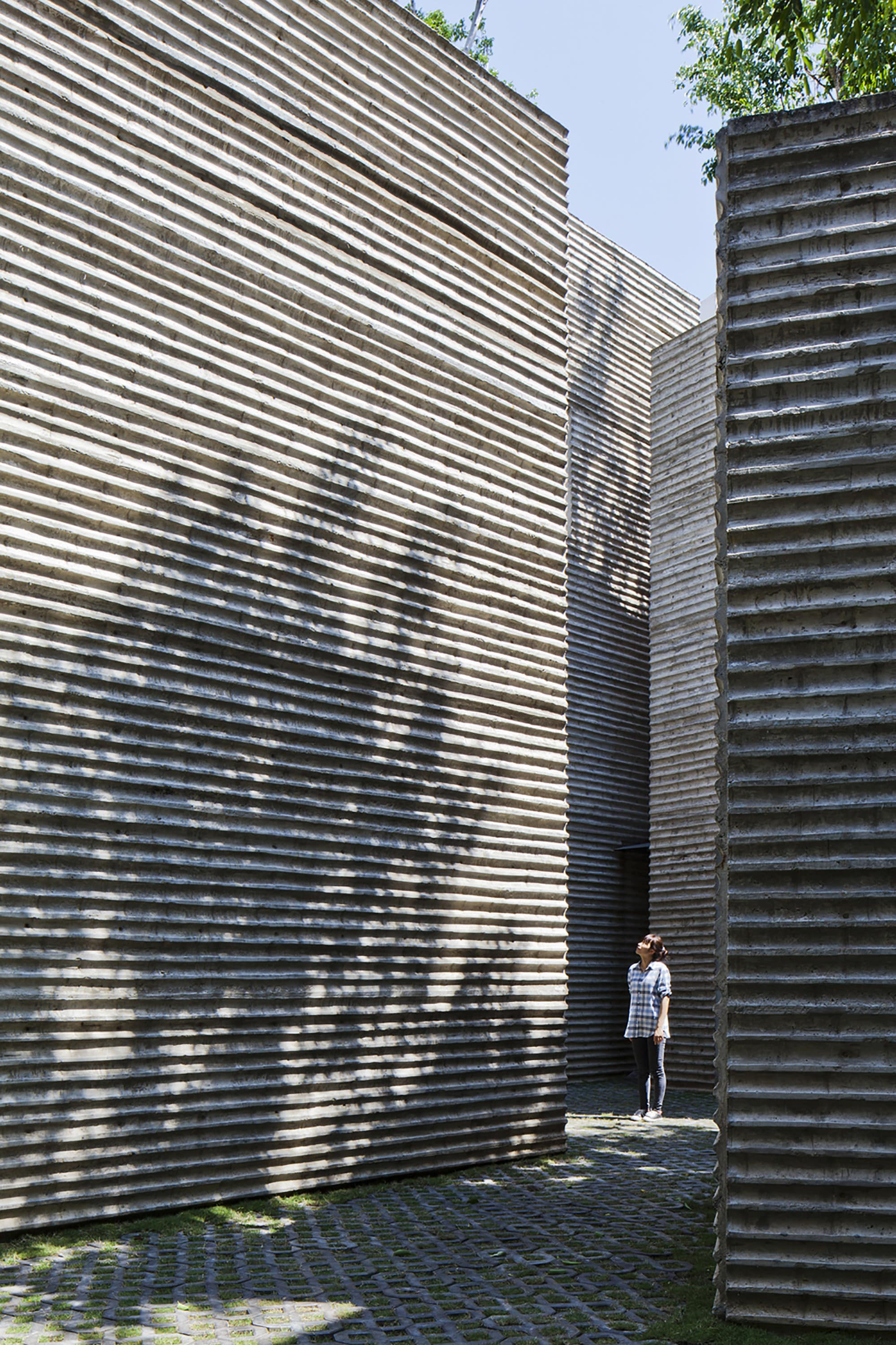 House for Trees by Vo Trong Nghia Architects, Photo by Hiroyuki Oki p