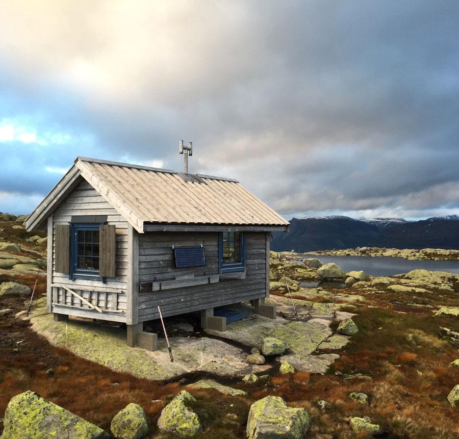 Cabin-in-Folgefonna-National-Park,-NorwayCabin-in-Folgefonna-National-Park,-Norway
