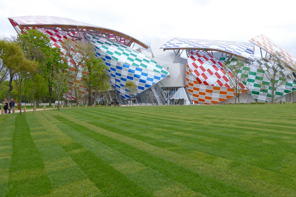Foundation Louis Vuitton installation Louis Vuitton