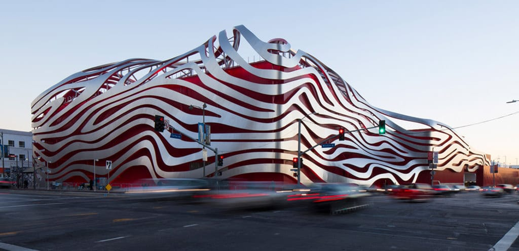las-petersen-automotive-museum-reopens-with-kpf-designed-metal-ribbon-facade