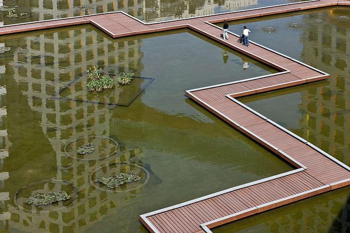 Linked Hybrid - Steven Holl Architects, Photo by Shu He
