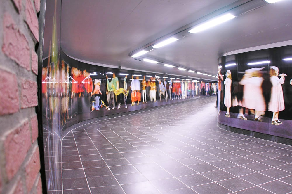 5 unique murals that transformed metro stations in belgium for Decor mural underground